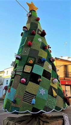 Grands sapins de Noël en laine - The Best Holidays and Events Trends and Ideas Crochet Christmas Trees, Unique Christmas Trees, Alternative Christmas Tree, Outdoor Christmas Decorations, Retro Christmas, Christmas Holidays, Christmas Crafts, Christmas Ornaments, Christmas Tree Festival