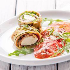 Egy finom Sonkás-mozzarellás cukkinitekercs paradicsomsalátával ebédre vagy vacsorára? Sonkás-mozzarellás cukkinitekercs paradicsomsalátával Receptek a Mindmegette.hu Recept gyűjteményében!