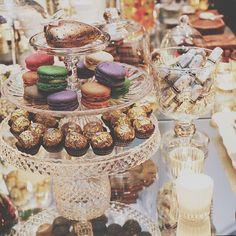 << Mesa Dulce >> by UBF Event Planners.  En ésta ocasión elegimos tonos ámbar, cristales y espejos para una mesa sofisticada.  #event #birthday #ubf #decoration #ambientación