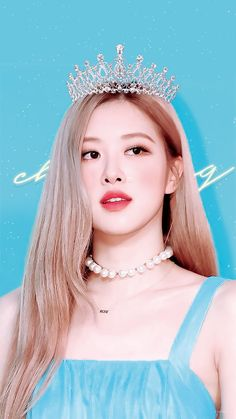 She is so pretty either that crown on. She thinks she is the new queen of all of us lol. Lisa Blackpink Wallpaper, Rose Wallpaper, Blackpink Jisoo, Blackpink Jennie, Blond Rose, Foto Rose, Rose Bonbon, Mode Kpop, Rose Park