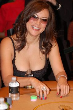 Jennifer Tilly is an American actress and poker player. #poker #babes