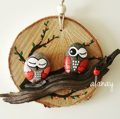 Картинки по запросу galets peints maison - Sevko Sa Pebble Painting, Pebble Art, Stone Painting, Hobbies And Crafts, Diy And Crafts, Arts And Crafts, Rock And Pebbles, Rock Painting Designs, Owl Crafts