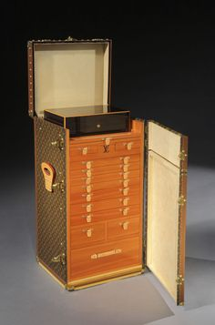 A superb Giant cigar trunk by Louis Vuitton. wouldn't it be fabulous for jewelry?      available from www.pullmangallery.com