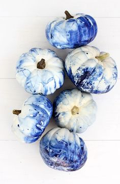 Marbled Indigo Pumpkins We love anything indigo. So when it was time to start decorating mini white pumpkins we knew we have to make them marbled indigo pumpkins! Mini Pumpkins, Painted Pumpkins, Halloween Pumpkins, Fall Pumpkins, Fall Crafts, Holiday Crafts, Holiday Fun, Diy Crafts, Festive