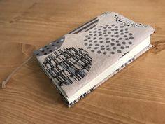 おしゃれ手作りブックカバーの作り方-文庫本サイズ | ココポップハンドメイド Handmade Crafts, Diy And Crafts, Notebook, Embroidery, Knitting, Sewing, Cover, How To Make, Fabric