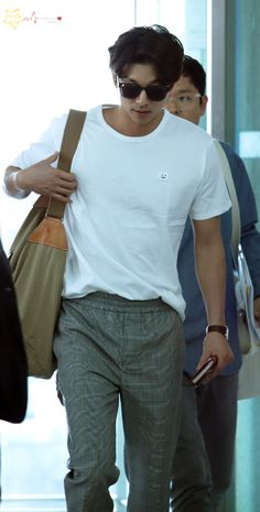 "Update - Gong Yoo at Incheon International Airport in Korea on April 27 2017 for heading to Taiwan for his fan meeting in Taipei, Taiwan on April 29 2017 ""Credit : "" "" "" Korean Star, Korean Men, Asian Men, Asian Actors, Korean Actors, Korean Celebrities, Celebs, Goblin Gong Yoo, Yoo Gong"