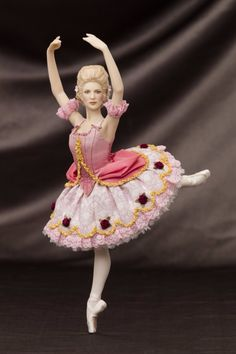 Tutu inspired by Richard Hudson's costume designs for the American Ballet Theatre (The Sleeping Beauty). Porcelain Ceramics, China Porcelain, Painted Porcelain, Dollhouse Dolls, Miniature Dolls, Ceramic Animals, Ballet Tutu, Silk Taffeta, Tiny Dolls