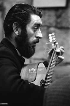 """B/W Photo of Ronnie DREW info: Joseph Ronald """"Ronnie"""" Drew was an Irish singer, folk musician and actor who achieved international fame during a fifty-year career recording with The Dubliners. Born: September Dún Laoghaire and Died: August Dublin Musician Photography, Band Photography, Irish Singers, Ukulele Songs, Band Photos, Great Pictures, Folk, Actors, Black And White"""