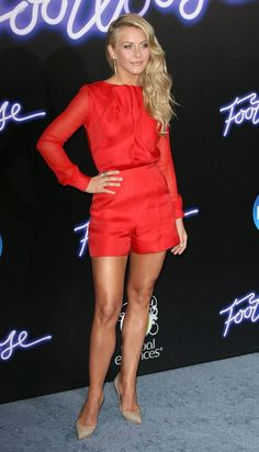 julianne hough style The starlet chose an unpredictable, yet successful, look for her movie premiere. Julianne Hough, Beautiful Legs, Beautiful Celebrities, Mannequin, Jumpsuits For Women, Sexy Legs, Lady In Red, Red Hair, Celebrity Style