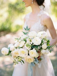 White bouquet. Bright Wedding Flowers, Floral Wedding, Wedding Colors, All White Wedding, Fall Wedding, Rustic Wedding, Luxury Wedding Invitations, Wedding Themes, Wedding Centerpieces