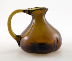 i like the shape and the handle