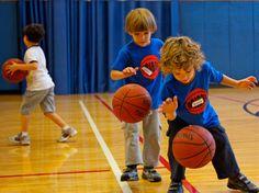 Lo scopo della nostra scuola di basket è quello di imparare giocando: vogliamo creare una seconda famiglia dove la priorità è di fare sport divertendosi.