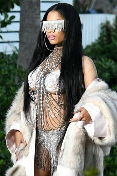 Stripper chic: Nicki Minaj flashed the trendy new cleavage - underboob - on the Miami Beach set of the music video for Make Love on Monday Nicki Minaj Rap, Nicki Minaji, Nicki Minaj Outfits, Nicki Baby, Nicki Minaj Barbie, Nicki Minaj Costume, Nicki Minaj Pictures, Black Barbie, Hollywood Celebrities