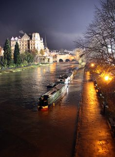 Pultney Bridge, River Avon, Bath, England Bath is another magnificent city to see
