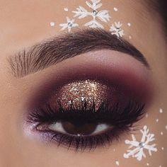 31 Stunning Christmas Makeup Looks You'll Love 31 Stunning Christmas make-up you'll love; Christmas make-up looks like; Glitter Christmas make-up ideas. Party Eye Makeup, Party Makeup Looks, Love Makeup, Amazing Makeup, Stunning Makeup, Hair Makeup, Fun Makeup, Makeup Inspo, Makeup Ideas Party