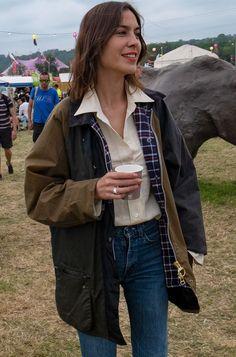 From Alexa to Sienna, the Heatwave Did Good Things to the Style at Glastonbury Glastonbury fashion Alexa Chung in Barbour jacket . Look Fashion, Fashion News, Street Fashion, Runway Fashion, Autumn Fashion, Preppy Fashion, Pixie Geldof, Alexa Chung Style, Laura Whitmore