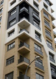 Ideas for apartment building exterior facades architecture Building Exterior, Building Facade, Building Design, Building Ideas, Facade Design, Exterior Design, Smart Home Design, Unique Buildings, Cool Apartments