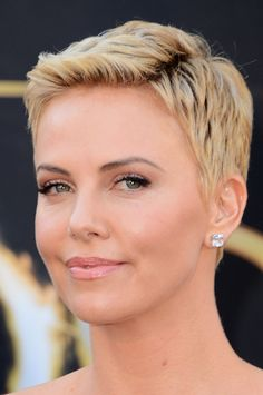 Charlize Theron's bottle-blond pixie exuded modern femininity at the 2013 Oscars.