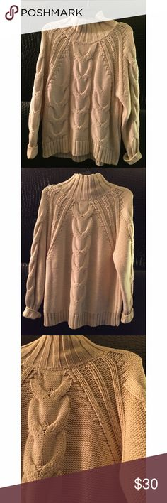 Melrose&Market knitted creme sweater New sweater, no tags, great condition. Very warm & comfy, great length & fit. Slight turtle neck. Creamish-white color Melrose and Market Sweaters Cowl & Turtlenecks