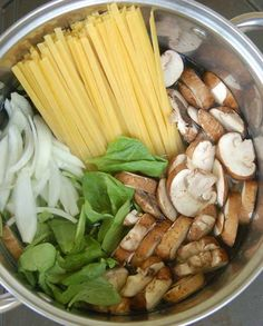 one pot pasta with mushrooms and spinach. I'm loving all these one pot pasta dishes. So easy to make. Vegetarian Recipes, Cooking Recipes, Healthy Recipes, Meatless Pasta Recipes, Lentil Recipes, Ham Recipes, Easy Cooking, Healthy Cooking, Skillet Recipes