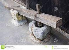 Resultado de imagem para pilão antigo de madeira
