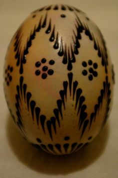 Polish Easter, Christmas Bulbs, Christmas Crafts, Easter Egg Pattern, Easter Egg Designs, Ukrainian Easter Eggs, Wood Burning Patterns, Hoppy Easter, Egg Decorating