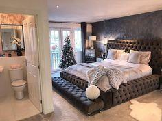 Such a modern bedroom design✨ Home Bedroom, Bedroom Decor, Bedroom Ideas, Master Bedroom, Interior Design Living Room, Living Room Decor, Stylish Bedroom, Modern Bedroom, Dream Rooms