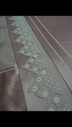 Crochet Edgings And Borders Crochet Borders, Filet Crochet, Easy Crochet, Double Duvet Covers, Bed Covers, Crochet Designs, Crochet Patterns, Bed Cover Design, Bunk Bed Plans