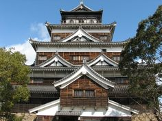 A list of Japan's most visited castles.