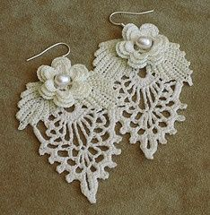 Irish lace earrings by Hedda Vatter Crochet Motifs, Freeform Crochet, Thread Crochet, Irish Crochet, Crochet Crafts, Crochet Projects, Crochet Patterns, Knitting Patterns, Lace Earrings