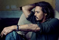 I do love lookin' at mr. depp...