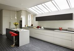 This sleek and stylish kitchen was designed for a customer by Elie McClure of Halcyon Interiors using ALNOSTAR SUND in White and Graphite, combined with wonderful Dekton Korus worktops. Alno Kitchen, Kitchen Showroom, Ral Colours, Stylish Kitchen, White Texture, Luxury Kitchens, Graphite, Interiors, Design