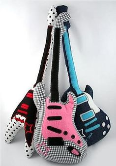 Three models of guitar: The Rebel, The Classic y The Rock Star