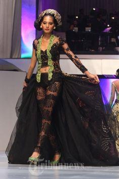 20140904_155542_fashion-show-anne-avantie-25-tahun-berkarya.jpg