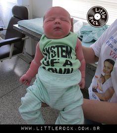 Zaion com sua primeira roupinha após o nascimento <3