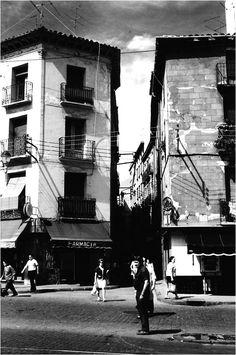 Fotografías antiguas de Zaragoza-El desván de Rafael Castillejo-Zaragoza antigua-Zaragoza desaparecida Times Square, Travel, Old Photography, Zaragoza, Antique Photos, Cities, Viajes, Destinations, Traveling
