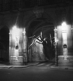 When the worst nightmares from culthorror moviesinvade the streets of Paris! A nice series of photographs createdbyGolem13for Halloween, which featu