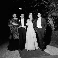 Coco Chanel, in tiers of white lace, and Serge Lifar, the ballet master of the Paris Opéra Ballet, arrive at the Villa Trianon in 1938 with writer Paul Morand. Chanel must have torn the hem of her dress while getting out of her car. 1930s Fashion, Chanel Fashion, Paris Fashion, Chanel Style, Marie Claire, Jean Pierre Aumont, Estilo Coco Chanel, Mademoiselle Coco Chanel, Jean Gabin