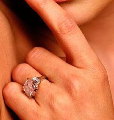 Engagement Ring Face-Off: Jennifer Lopez Vs. Jennifer Garner! Which Jen Scored the Best Ring From Ben Affleck? - Jennifer Lopez