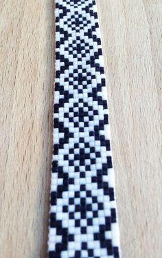 Bracelet Petite Manchette Perles Tissées Aztèque Noir par iNooSha