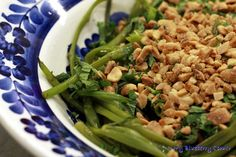 Wietnamska sałatka z wodnym szpinakiem