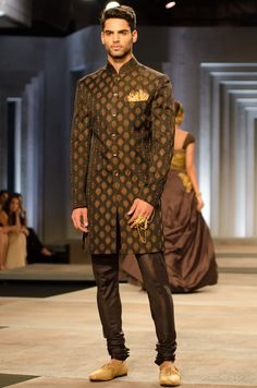 The men's looks from shantanu and nikhil india bridal fashion week 2013 ara Indian Men Fashion, India Fashion, African Fashion, Mens Fashion, Groom Fashion, Kurta Designs, Indian Groom Wear, Wedding Sherwani, Sherwani Groom