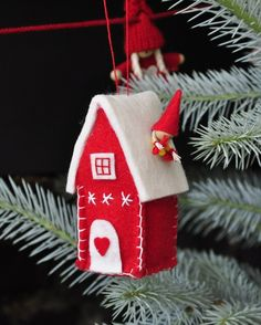 Do You Need Ideas to Make Easy DIY Christmas Ornaments? Easy Christmas Ornaments, Christmas Makes, Noel Christmas, Felt Ornaments, Handmade Christmas, Ornaments Design, Christmas Projects, Felt Crafts, Holiday Crafts