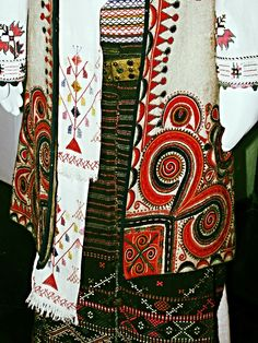 traditional serbian folk costume - pattern mixing