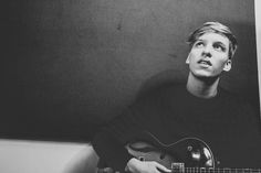 "Watch George Ezra's new video for ""Cassy O."""