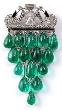 JANESICH - A rare Art Deco emerald, onyx and diamond brooch. #Janesich #ArtDeco #OnyxSets