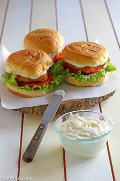 McDonalds Tartar Sauce – Copycat Like the tartar sauce on McDonald's fish filet sandwiches? Make it at home with this easy 4 ingredient copycat recipe. This delicious homemade tartar sauce is great for fried fish sticks and sandwiches. Copykat Recipes, Sauce Recipes, Fish Recipes, Cooking Recipes, Cat Recipes, Fondue Recipes, Drink Recipes, Bread Recipes, Chicken Recipes