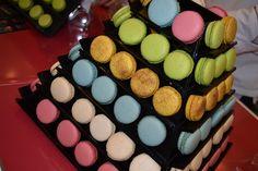 Dispostos de forma criativa, os macarons dão um toque a mais de organização.