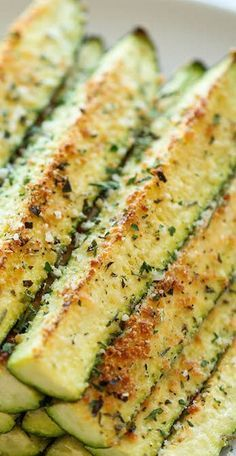 You can never have enough zucchini recipes Baked Parmesan Zucchini - Crisp, tender zucchini sticks oven-roasted to perfection. It's healthy, nutritious and completely addictive! Low Carb Recipes, Vegetarian Recipes, Cooking Recipes, Healthy Recipes, Kids Healthy Snacks, Healthy Lunch Ideas, Healthy Filling Meals, Cooking Tips, Vegetarian Tapas