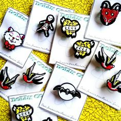 Mini pins galore! Swallow, Rock and roll, krampus, gingerbread man and vintage cat! Perfect to pimp your jacket, cardigan, hat or bag 👹 🐱 🐦💘 ✌️